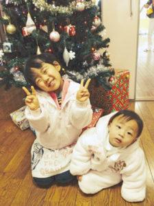 パパとママの宝物♪仲良し姉妹ですヾ(@⌒ー⌒@)ノ